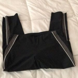 Knee length leggings black